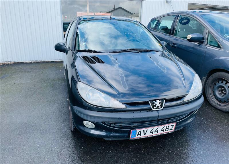 Salg af nyere brugte biler -  Peugeot - sælges